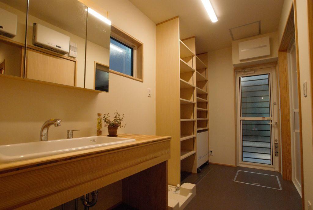 沼津市のR+house,オーダーメイドの洗面化粧台