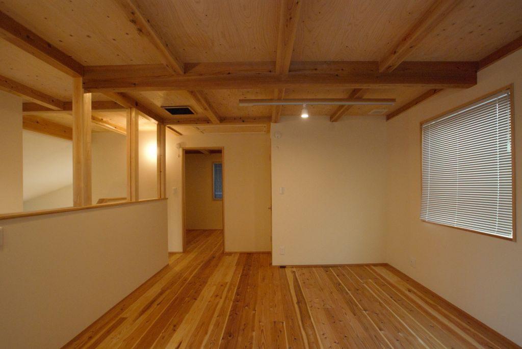 沼津市のR+house,梁組の見える天井