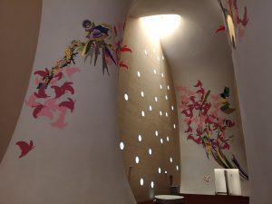 台中オペラハウス,壁のアートと光
