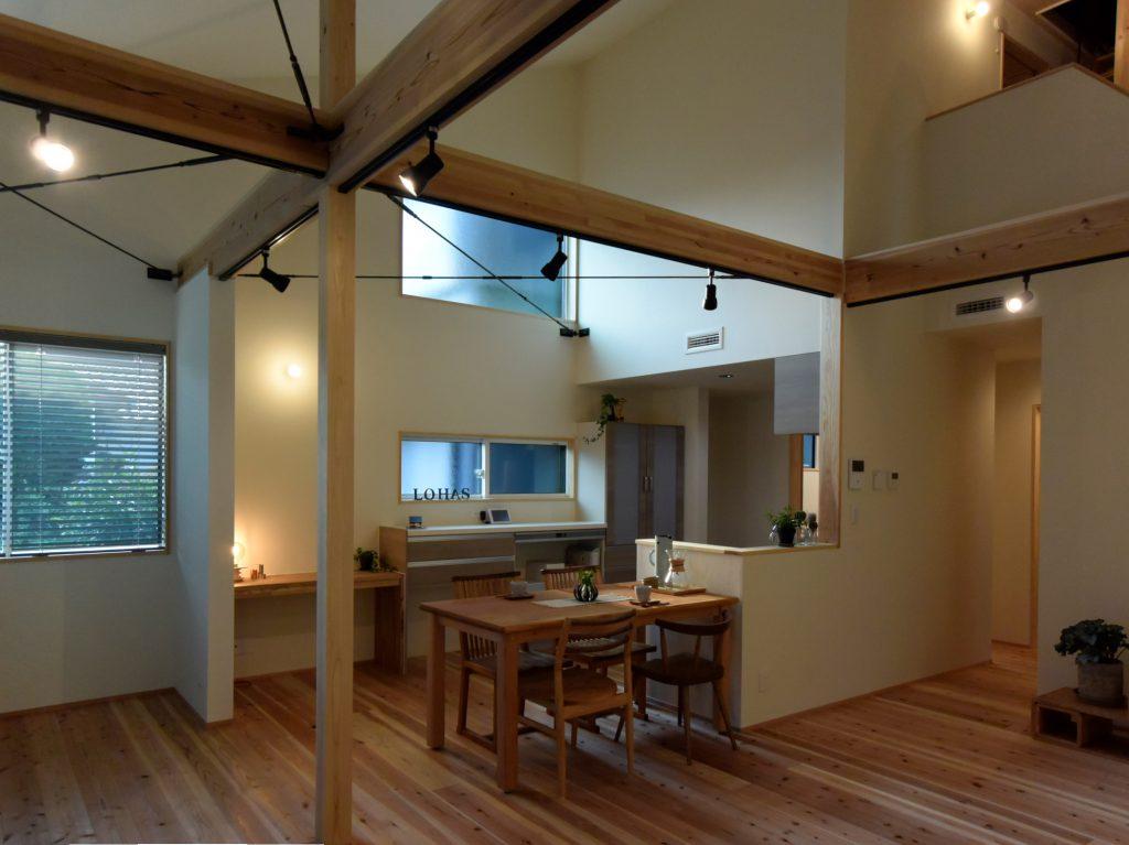 沼津市のR+house,建築家と建てる木の家のダイニング