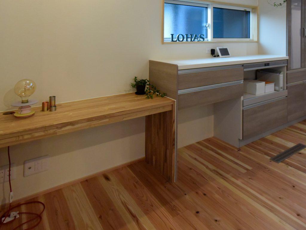 沼津市のR+house,建築家の設計の木の家の造作カウンター