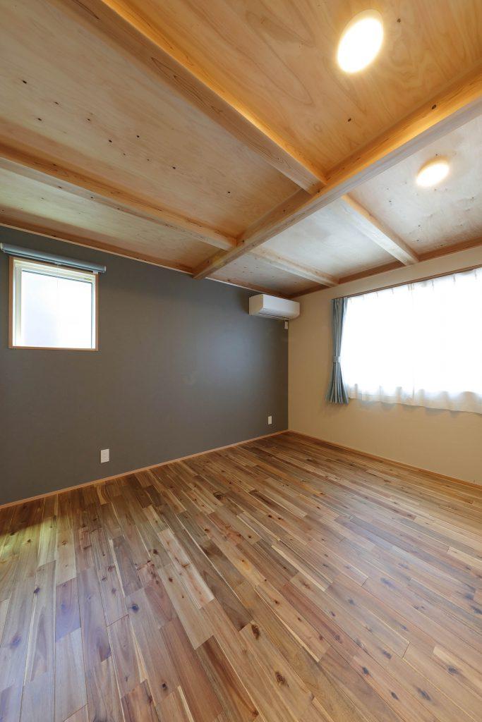 天井に木材
