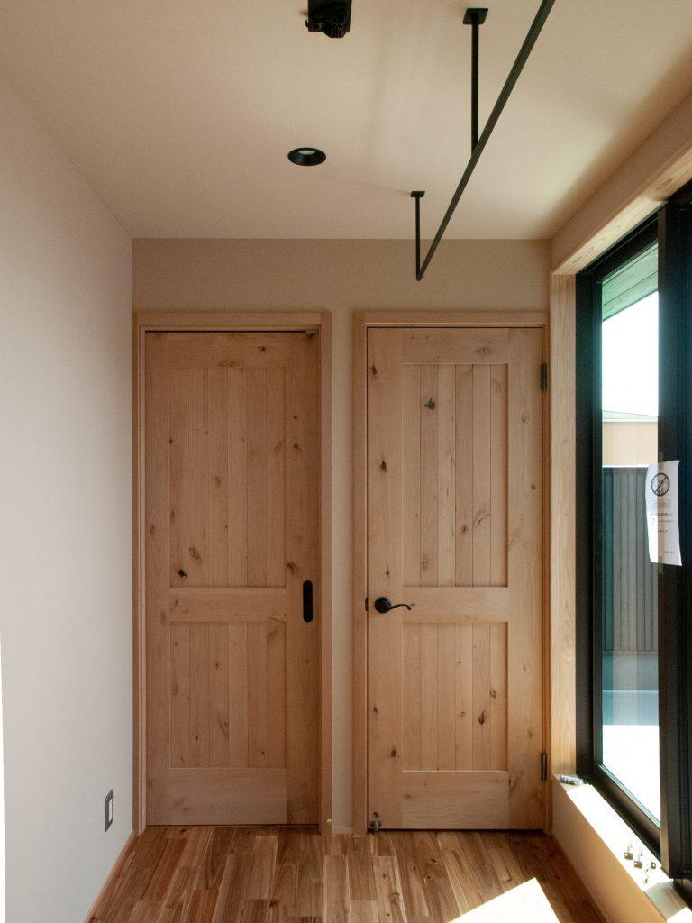 木枠のドア